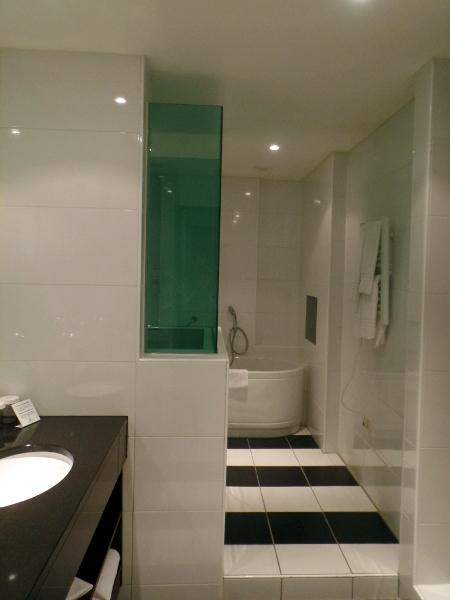 Badezimmer in der Suite des Crowne Plaza Maastricht