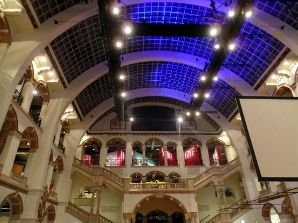 die Lichthalle des Tropenmuseums in Amsterdam
