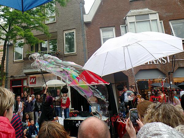 Seifenblasen beim Straßentheaterfestival Woerden