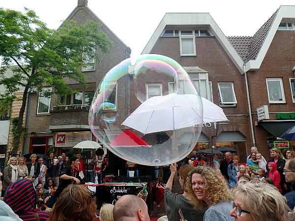 Seifenblasen beim Straßentheaterfestival in Woerden