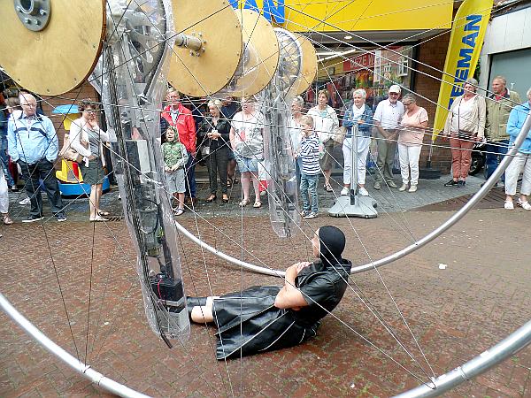 Roboter beim Straßentheaterfestival in Woerden