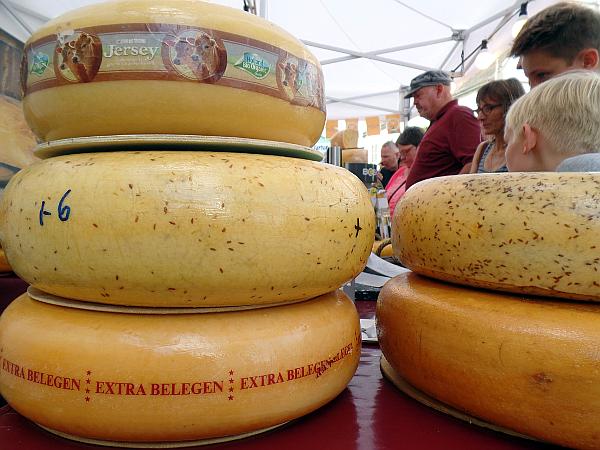 niederländischer Käse auf dem Käsemarkt in Nieheim