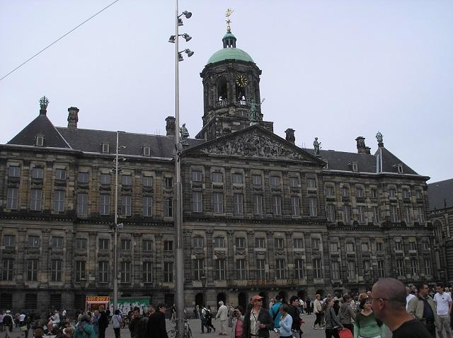 direkt vorm königlichen Palast in Amsterdam