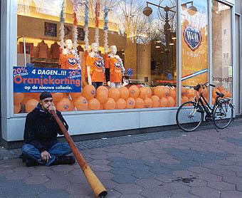 Straßenmusiker auf dem Damrak in Amsterdam am 02.02.2002