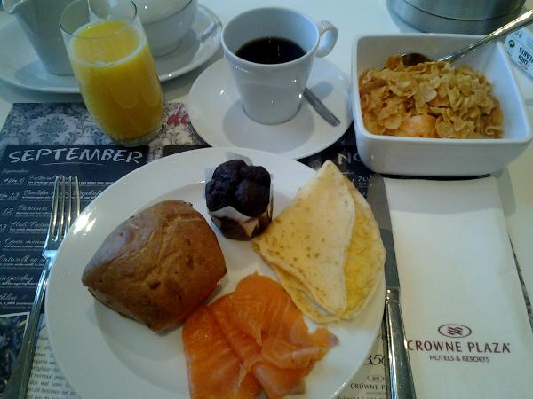 leckeres Frühstück im Crowne Plaza Maastricht