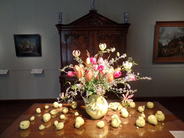 die Vase wirkt wie ein eigenes Gemälde im Frans Hals Museum