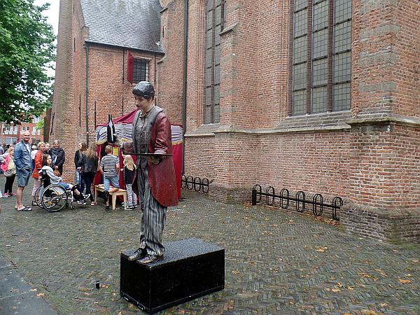 Standup Comedy vor der Kirche in Woerden