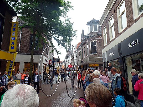 ferngesteuertes Rad beim Straßentheaterfestival in Woerden