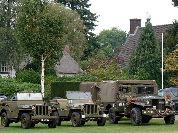 überall Militärfahrzeuge in Arnhem