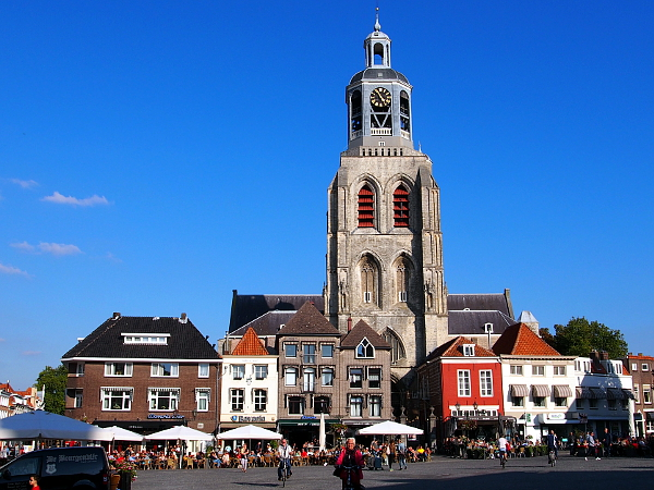 Peperbus auf dem Grote Markt in Bergen op Zoom