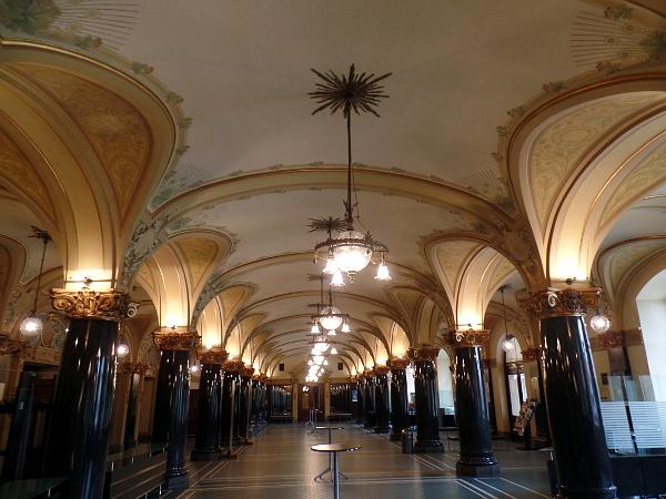 das Foyer in der historischen Stadthalle in Wuppertal