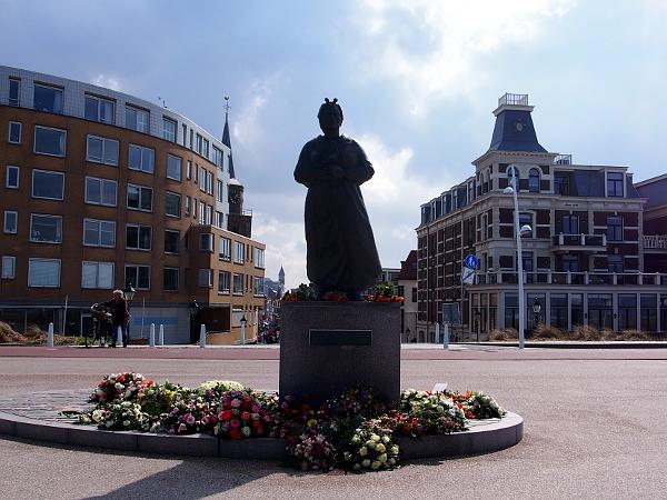Denkmal Visvrouw (Fischersfrau) in Scheveningen