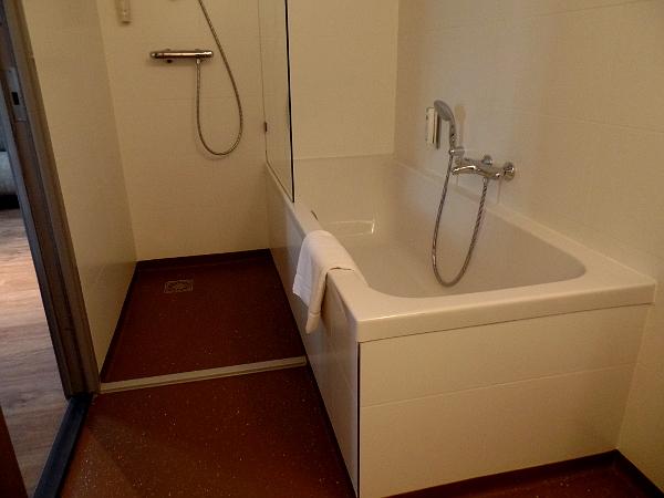 Badezimmer im Best Western Woerden