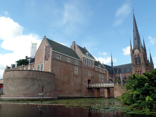 Kasteel Woerden mit Bonaventurakerk