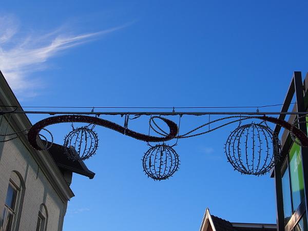 weihnachtlich mit blauem Himmel in Hengelo